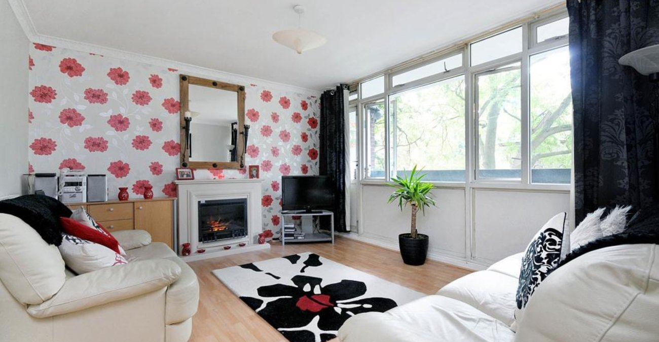 2 bedroom property to rent in Windrush Lane | Robinson Jackson